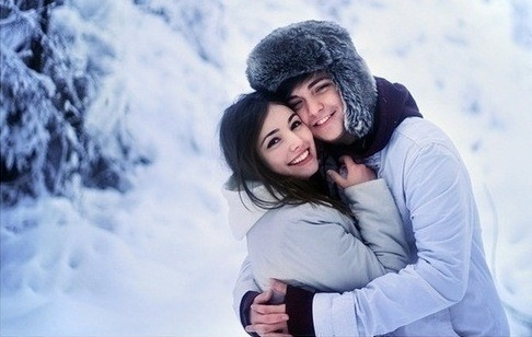 couple-hug-snow-white-winter-Favim_com-344056_large.jpg